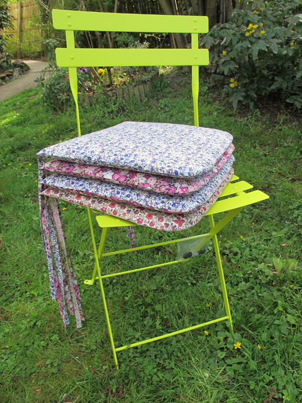 Chaises de jardin fleuries fashionmicmac - Coussins de chaises de jardin ...