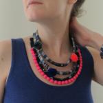 Bijoux textile : collier multi-rangs et manchette